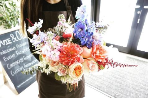 VANCOUVER: EVVIE & OLIVE FLORAL DESIGN IN MARPOLE